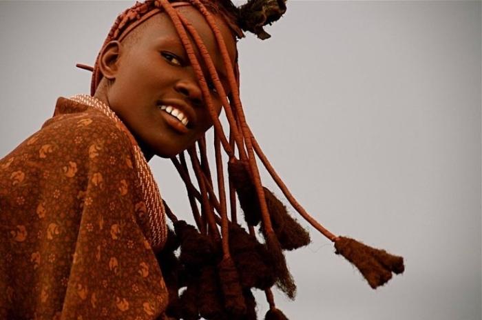 Девушки и племени Хиба.