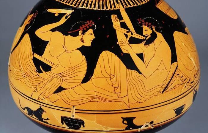 Коттаб - древнегреческая игра. Метание вина из винной чаши.