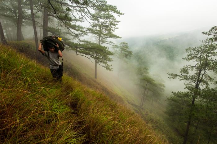 Туристы в горах.