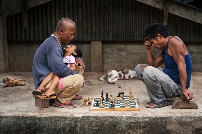 После работы можно расслабиться и поиграть в шахматы.