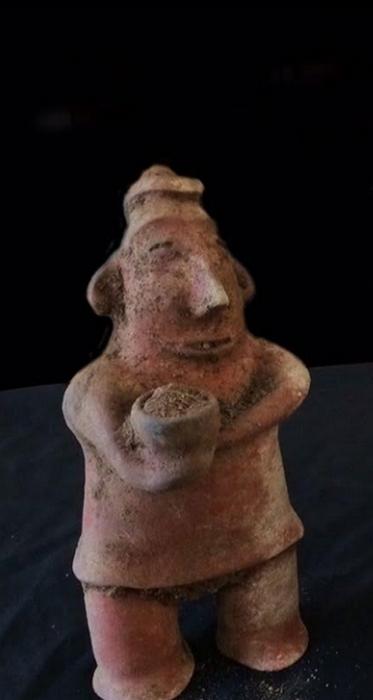 Ритуальная статуэтка из гробницы в Колиме.