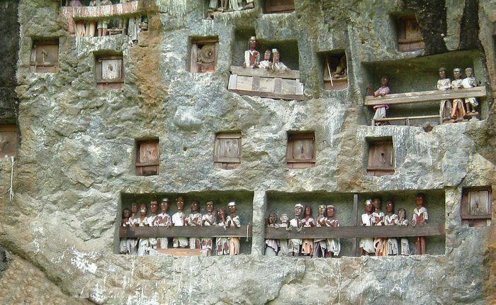 Индонезия. Тораджаланд. Город мёртвых.