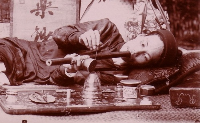 Вьетнамский курильщик опиума.
