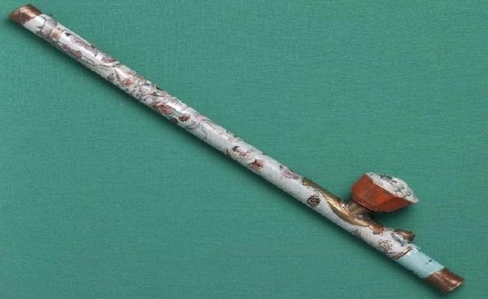 Редкая опиумная трубка из фарфора. После антиопийной кампании в начале 20 века сохранилось буквально несколько подобных экземпляров.