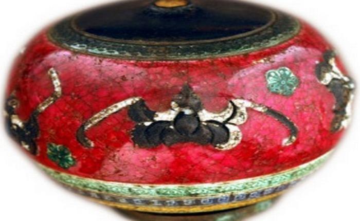 Летучие мыши на красной глазури.Чаша для трубки начала 19 века.