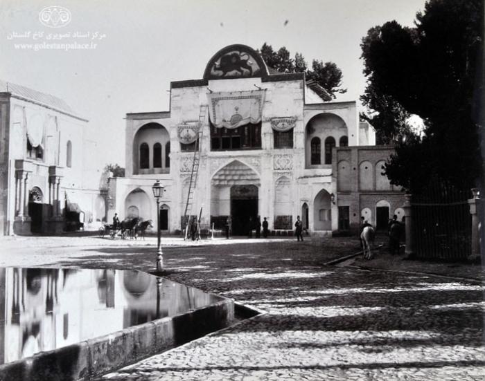 Главный вход во дворец Гулистан.