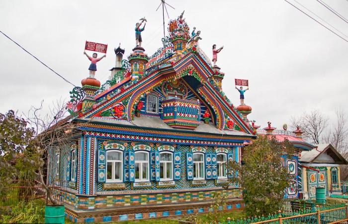 Сказочный терем в селе Кунары.