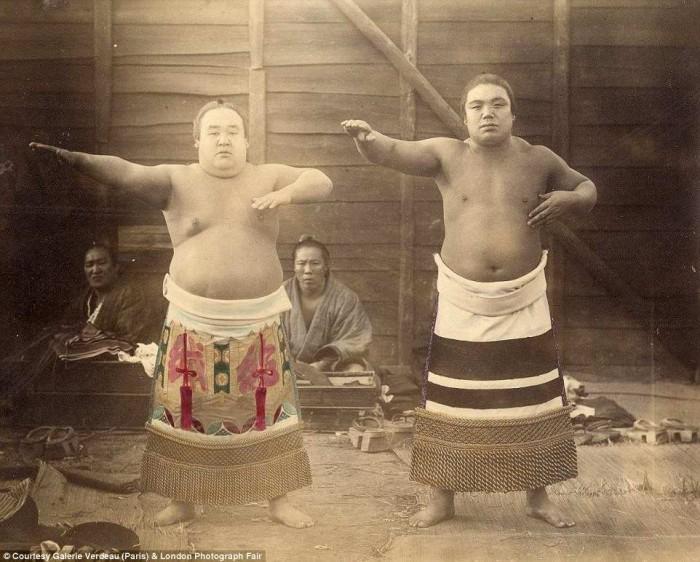 Сумо - нацинальный вид спорта Японии.