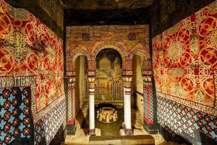 Пещеры Маастрихта: точная копия Альгамбры.