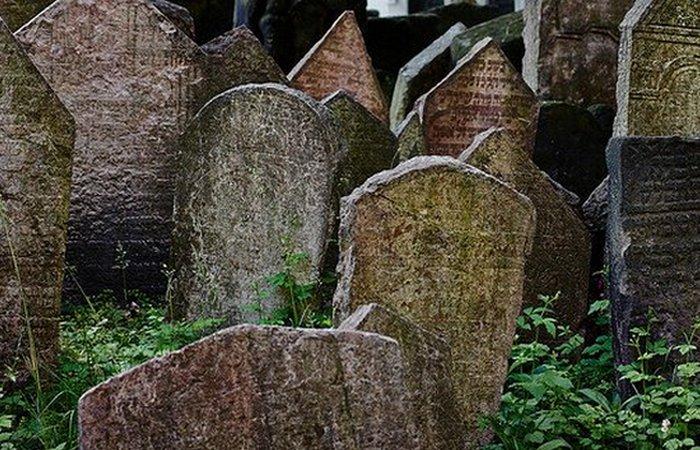 Кладбище закрылось в 1787 году.