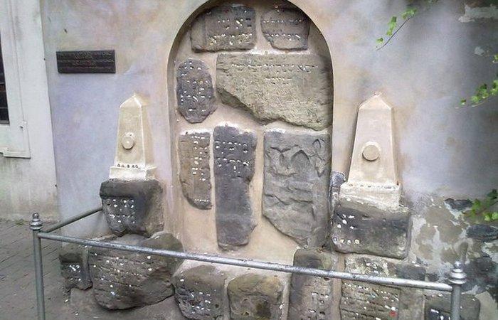 Мемориал на Старом еврейское кладбище.