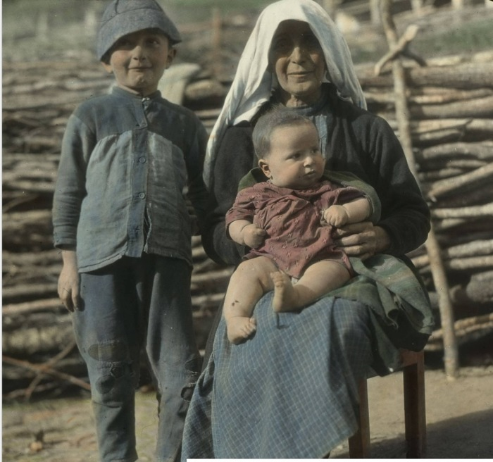 Бабушка с внуками стих