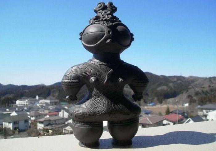 Загадочная керамика Японии периода Дзёмон.