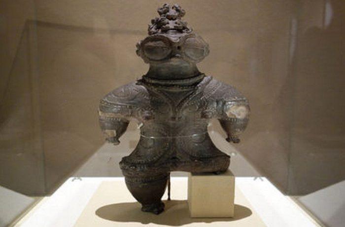 Статуэтка «глазастого типа» (1000-400 г.г. до н.э.), Национальный музей Токио.