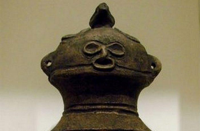 Фигурка догу в музее Гиме, Париж.