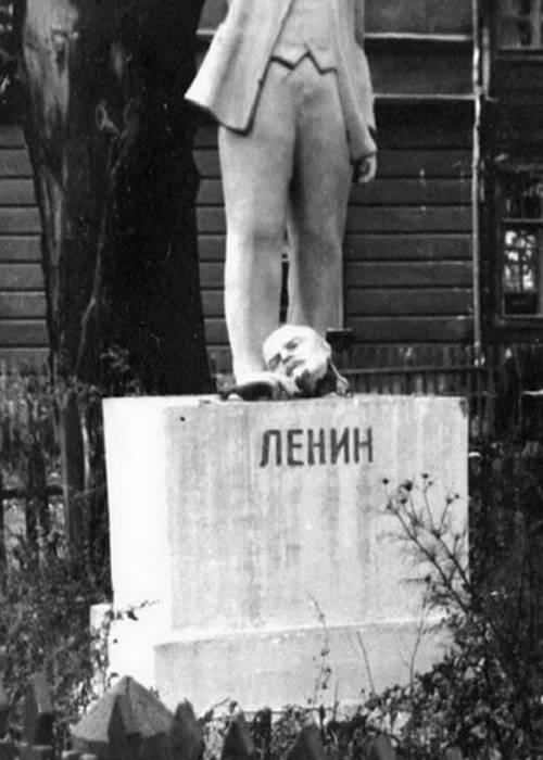 Большая часть местных жителей осталась верна советскому строю./ Фото: waralbum.ru