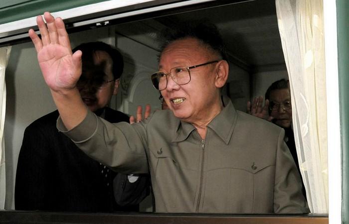 Ким Чен Ира в окне бронепоезда.