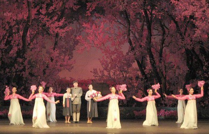 Опера «Цветочница» (Flower Girl).