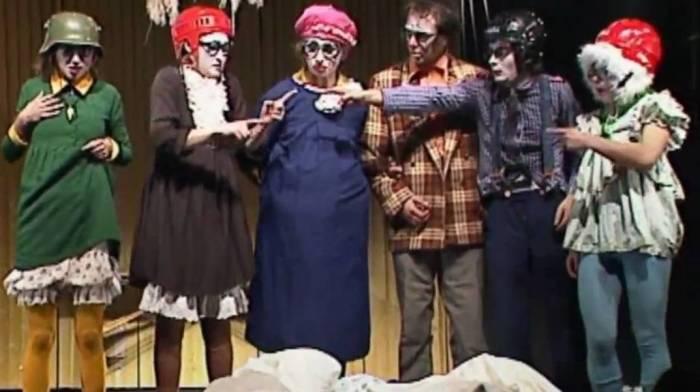 Номер «Клавы» из спектакля «Нью-Покатуха» театра «Лицедеи»