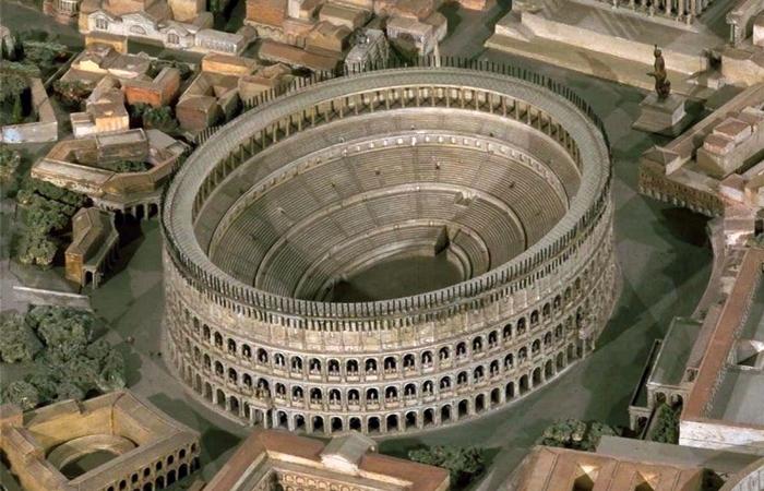 Крупнейший амфитеатр в мире.