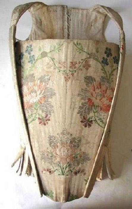 Цветной корсет 18-го века.