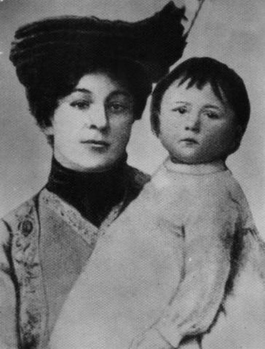 Мария Куприна-Иорданская, первая жена Куприна, с их дочерью Лидией.