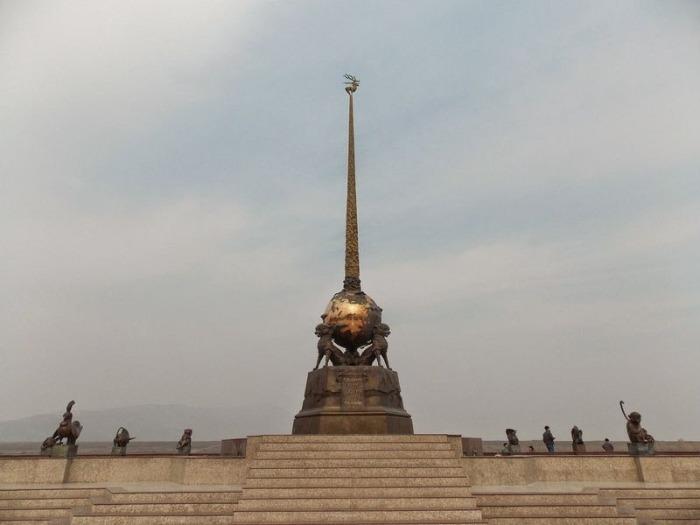 Обелиск «Центр Азии» в Кызыле.
