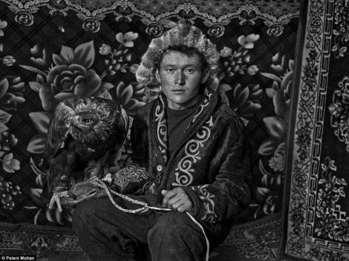 Казахи в западной Монголии до сих пор сохраняют древние традиции орлиной охоты.
