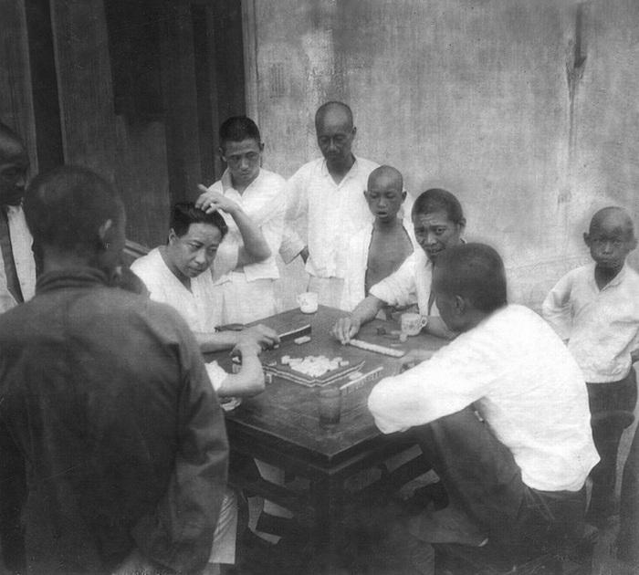 Игроки в маджонг.
