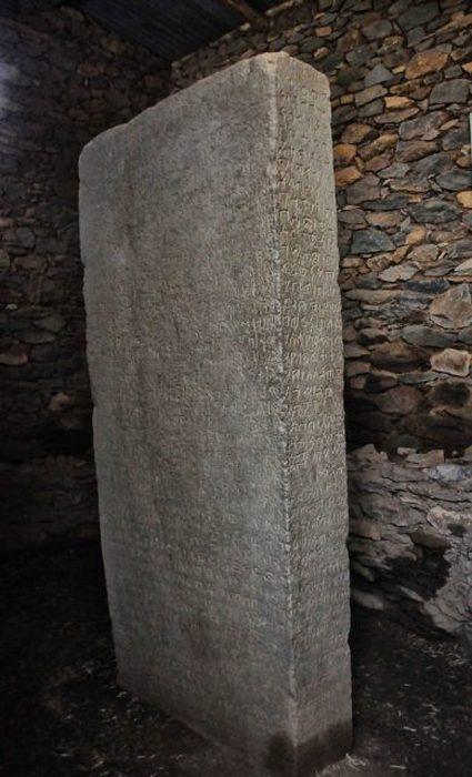 Царь Эзана возвел несколько «Камней Эзана» во время своего правления, в том числе тот, который в настоящее время находится на юге Судана.
