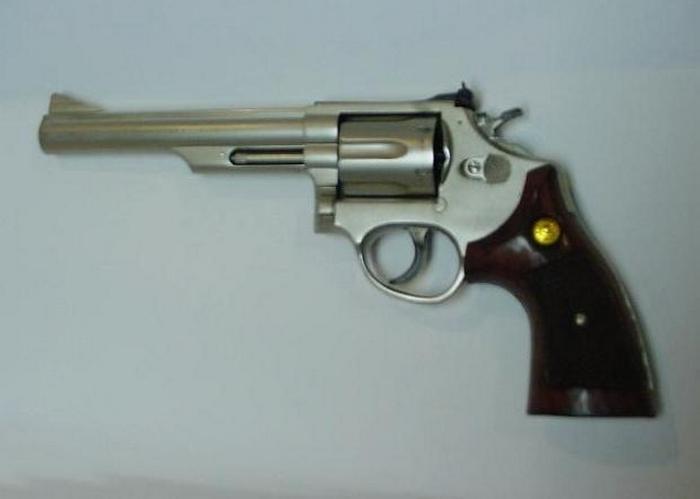 Такой пистолет был у Брюса Ли