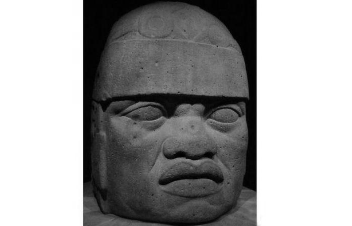 Голова №6 из Сан-Лоренцо в Музее антропологии в Халапе.