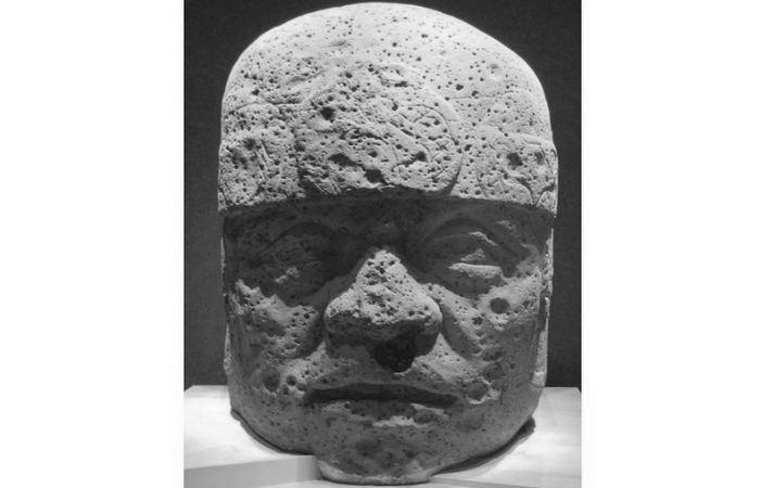 Голова №2 из Сан-Лоренцо в Национальном музее антропологии в Мехико.