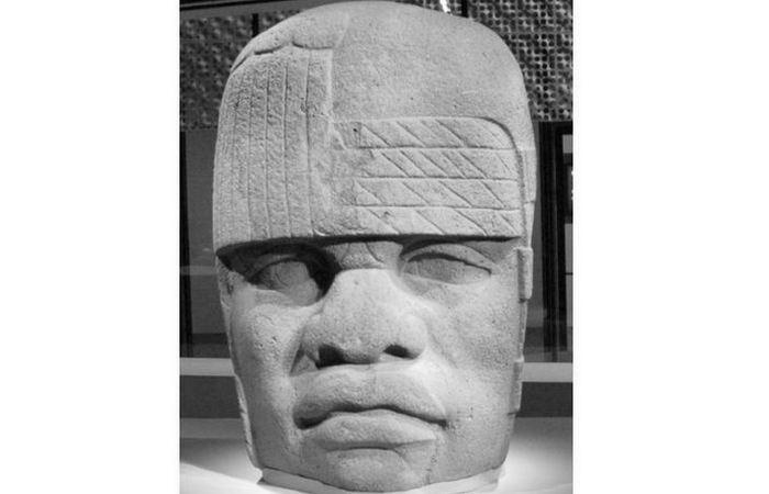 Голова №4 из Сан-Лоренцо во время выставки в Музее Янга в Сан-Франциско.