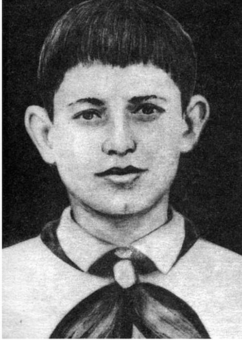 Махмуд Эсамбаев в школьные годы.