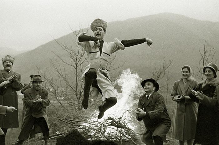 Махмуд Эсамбаев исполняет Лезгинку на празднике в родном селении Старые Атаги. 1963 год