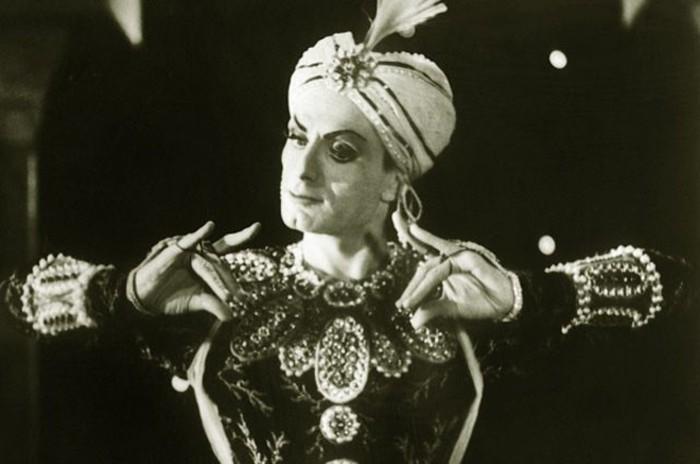 Махмуд Эсамбаев в сценическом образе.