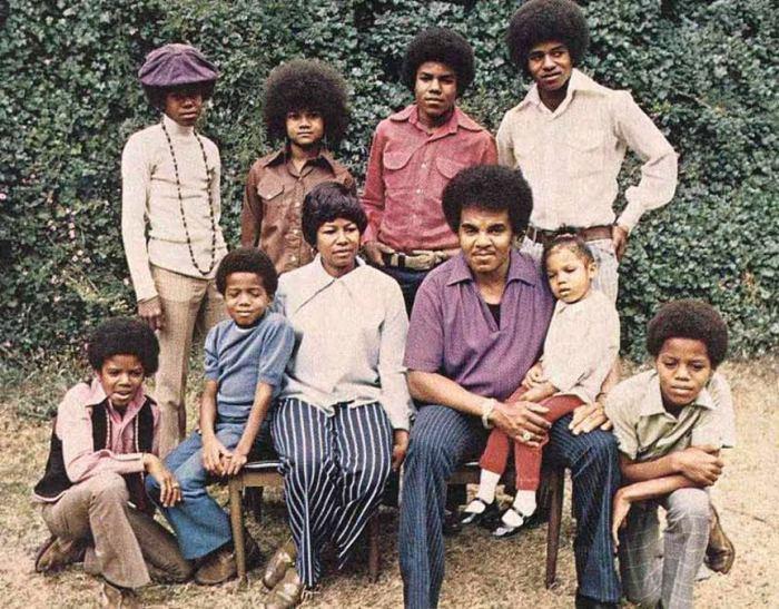 Семья Майкла Джексона в полном составе.