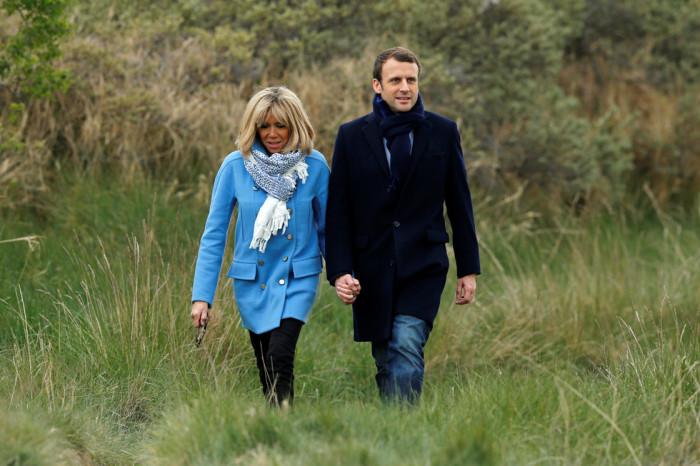 Эммануэль и Брижит Макрон проводят свои выходные в Ле-Туке на севере Франции. /Фото: Benoit Tessier, Reuters