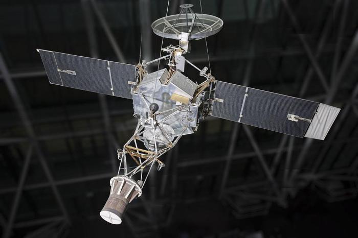 Космический аппарат, уничтоженный самым дорогим дефисом в истории.