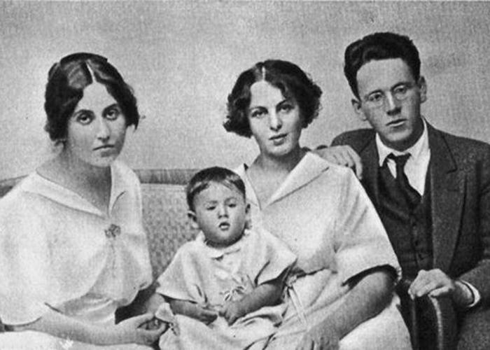 Самуил Яковлевич, жена Софья, дочь Натанель и сестра Сусанна./ Фото: profilib.com