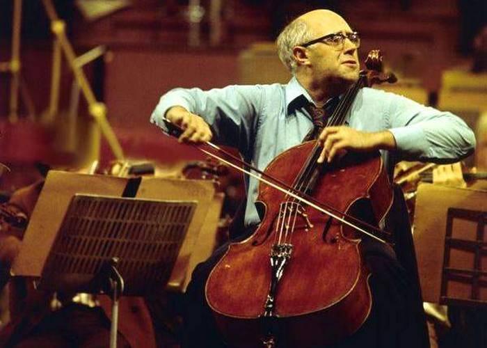 Маэстро Растропович играет виолончели «Duport».
