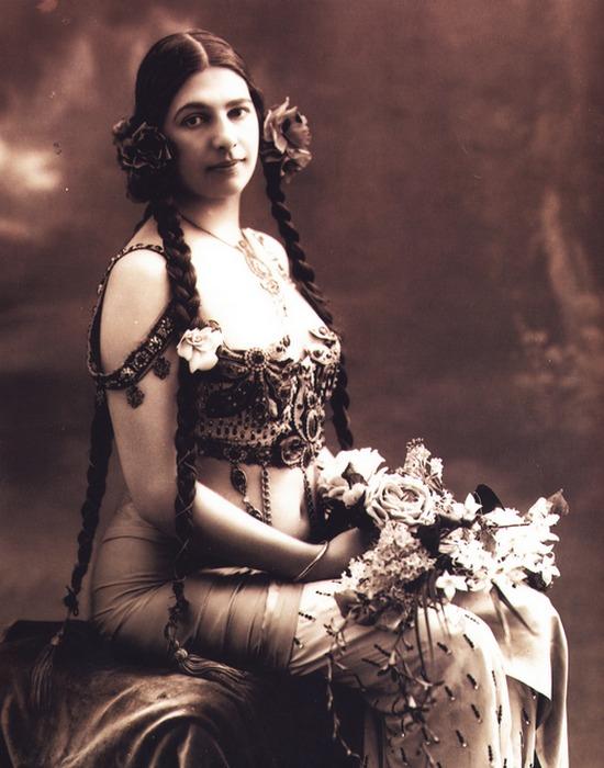 Мата Хари прекрасно вжилась в амплуа индийской баядерки./фото: personallife.ru