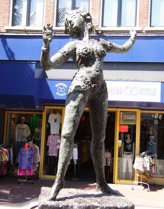 Скульптура в Леувардене./фото: anonim24.ru