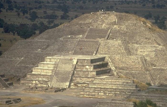 Пирамиды майя в южных низменностях. | Фото: top-desktop.ru