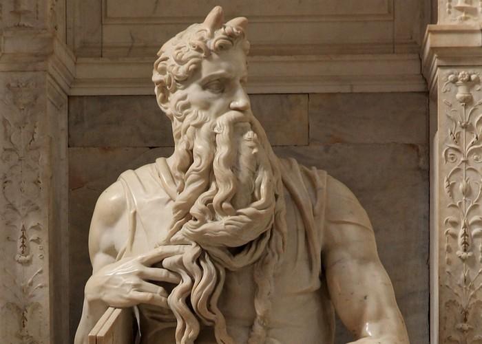 Средневековое искусство: Моисей с рогами.