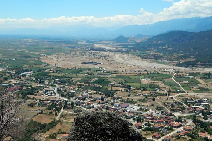 Когда смотришь на Фессалийскую долину с высоты монастырей, чувствуешь себя небожителем. | Фото: Светлана Манукян.