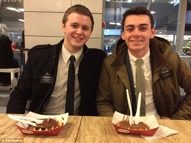 Мэйсон Уэллс с другом. | Фото: www.dailymail.co.uk