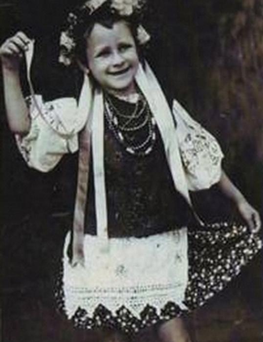 Детская фотография будущей известной певицы Тамары Миансаровой.