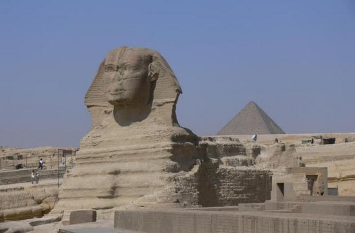 Сфинкс — крупнейшая статуя.